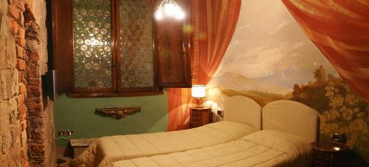Alle Bifore Guest House, Lucca, Italy